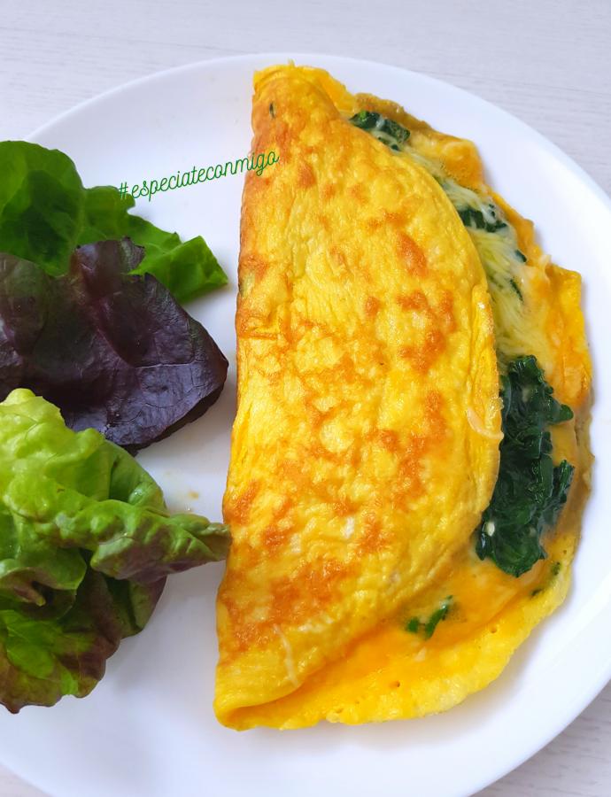 Omelette de espinacas y queso, para cenar rico y sano